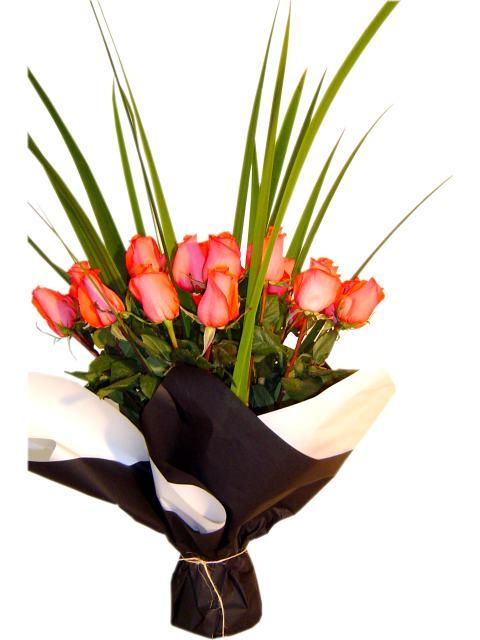 Los arreglos florales en las bodas for Arreglos de rosas sencillos